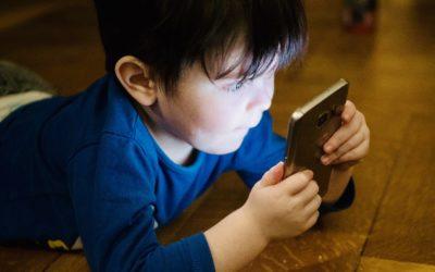 Les dangers des écrans pour les enfants de moins de 3 ans