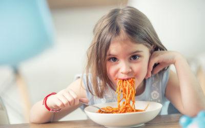 Mon enfant n'aime plus rien et ne veut manger plus que des pâtes (frites, nuggets…)